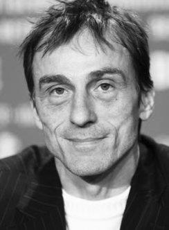 Schwarz-Weiß-Portrait von André Hennicke